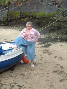 Granny flashing pussy to voyeurs