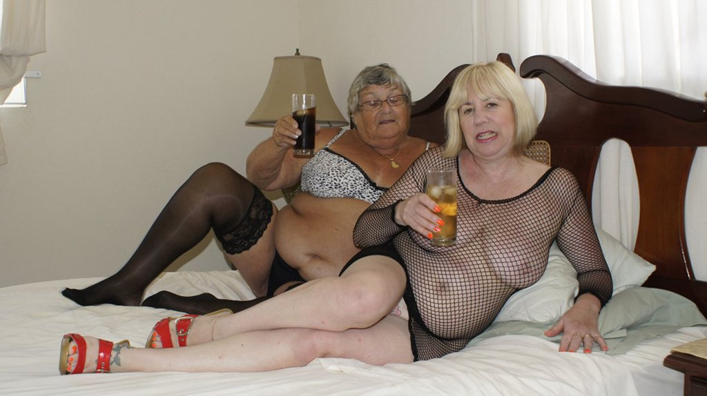 Granny & Aunty having lesbo fun