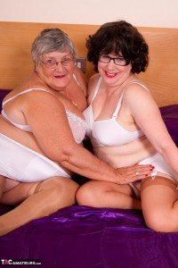 Two granny sluts make out