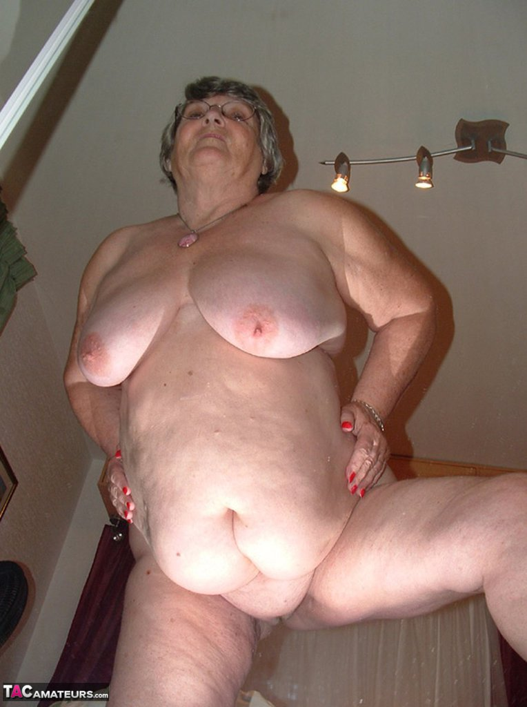 Your Naked mirror pics of grannys